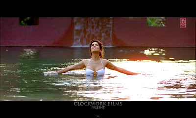 Sunny Leone in water in Jism 2 Title Video Song