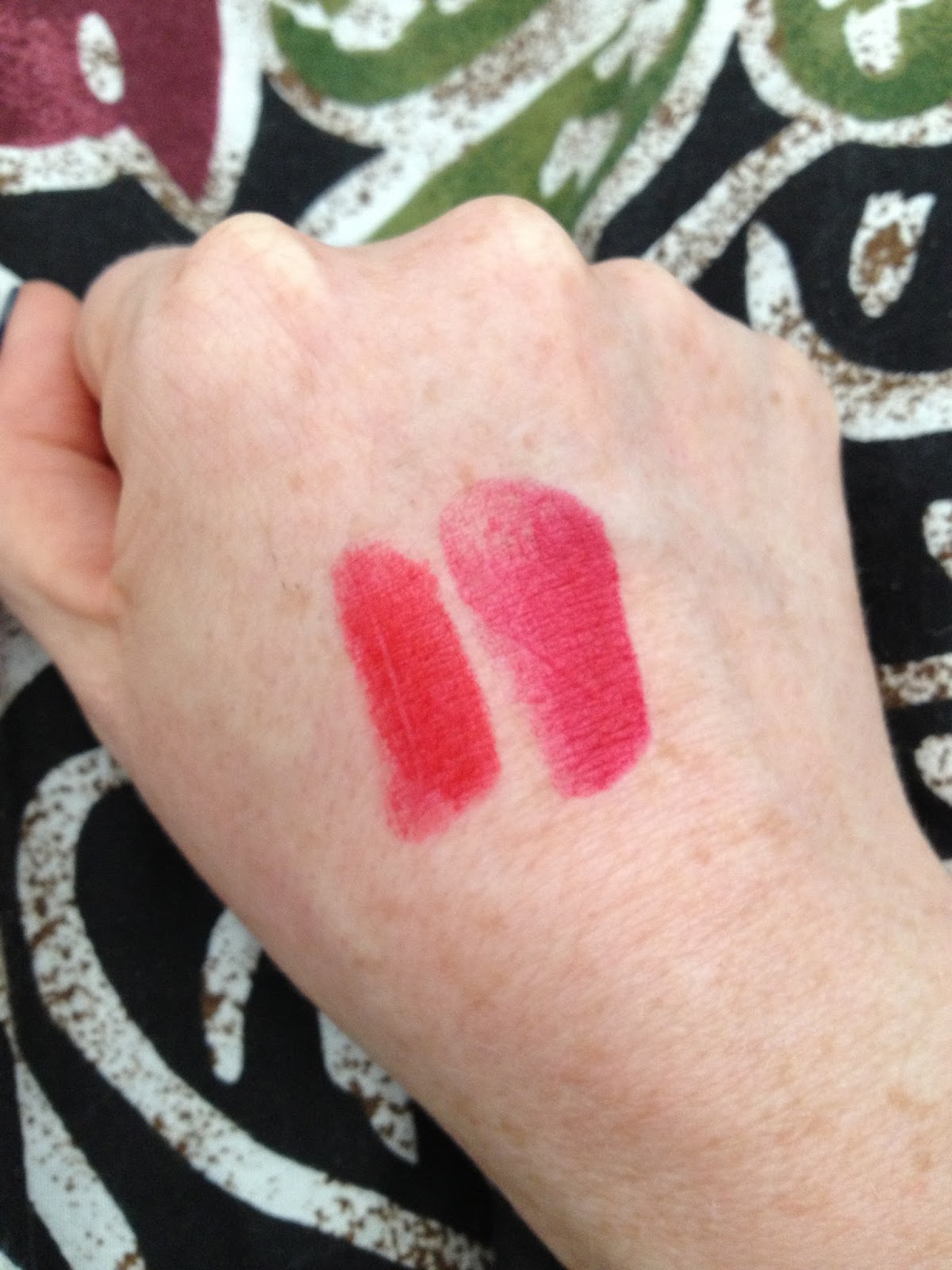 the dc metro retro  lipstick review  lipstick queen lipsticks in red sinner and scarlet sinner