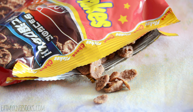 One of my favorite snacks in the September 2015 Skoshbox DEKAbox was the bag of choco flakes, a crunchy, sweet Japanese treat.