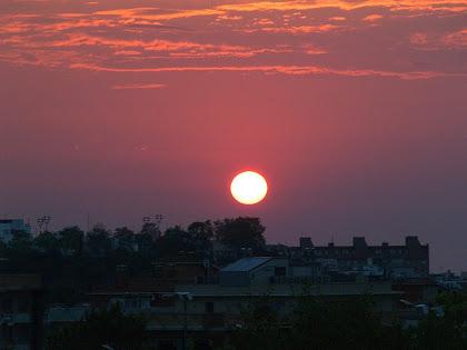 Sortida de sol des de sobre el cementiri de Mataró