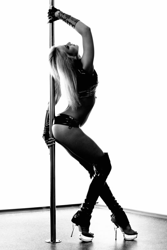Pole-dancing-girl.jpg