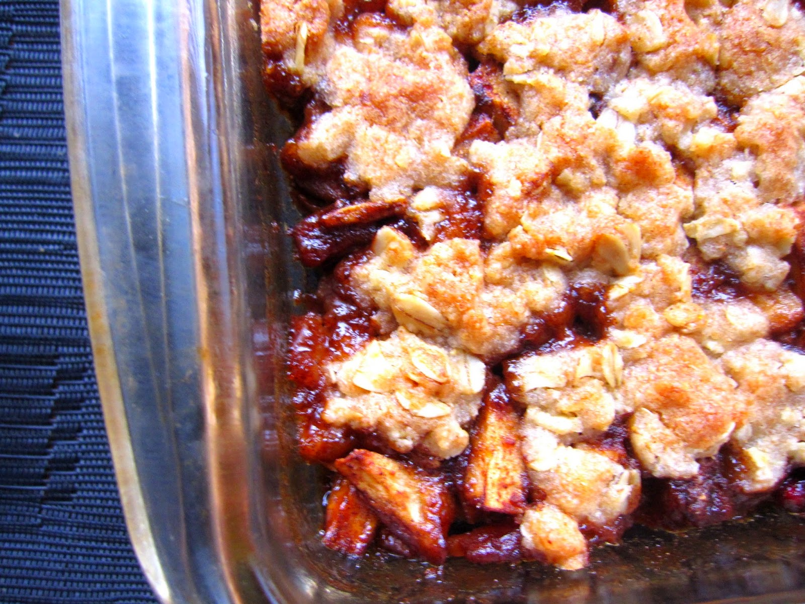 Pomegranate and Apple Crisp. Winter vegetarian dessert