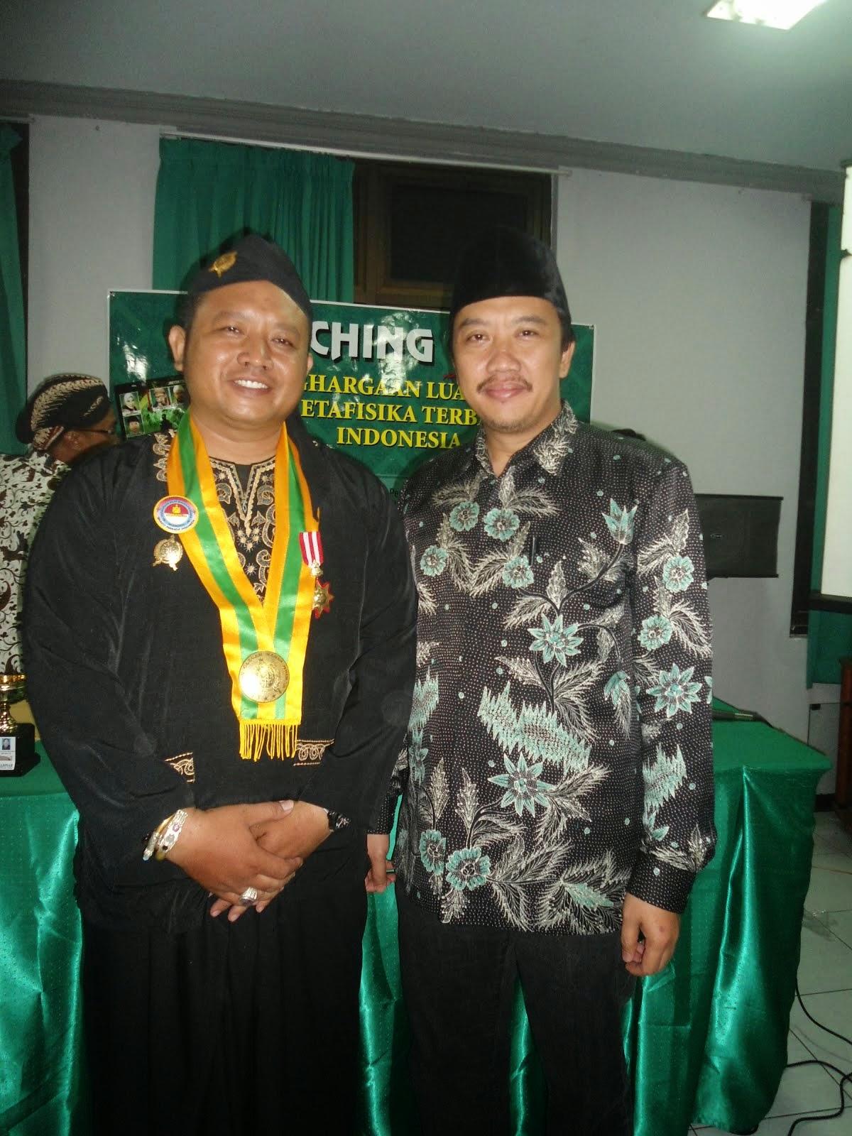 Dari acara  pemberian anugrah metafisikawan terbaik Indonesia oleh penerbit Menara Madinah 2014