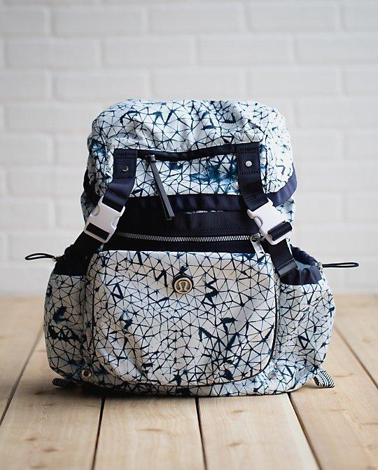 lululemon-traveling-yogini-rucksack