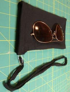 sarung mini protector untuk wadah kaca mata, hp, kosmetika, atau barang pecah belah lainnya