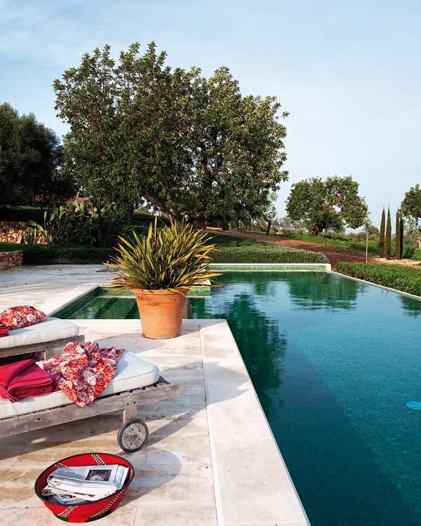 Todo sobre piscinas jardines y agua online dise o en for Bordillo piscina