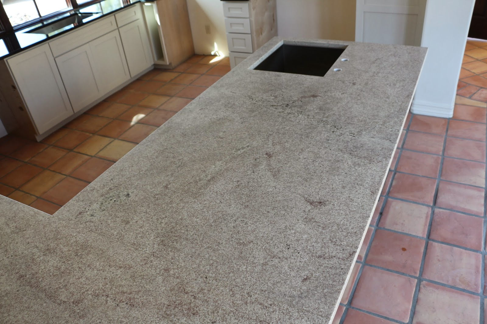 light colored granite, bianco montahna granite