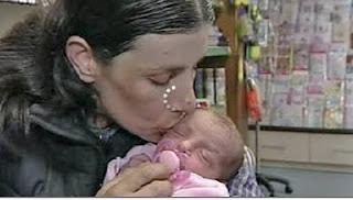 melahirkan bayi di tempat aneh
