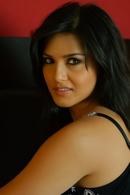 Sunny Leone Close-Up Photoshoot India, Sunny Leone in India Pictures