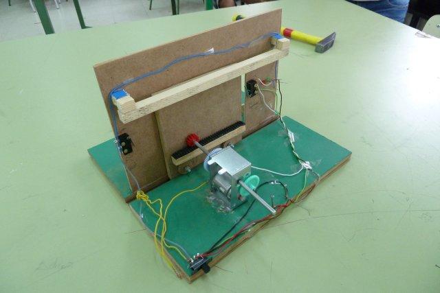 La tecnolog a en el ies pedro mercedes proyecto i 3 eso - Mecanismo puerta garaje ...