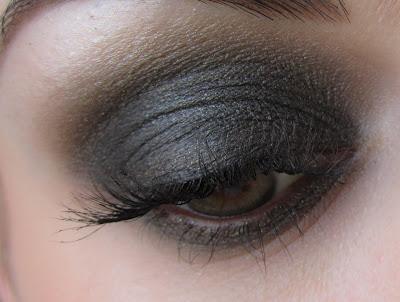 http://chroniquedunemakeupaddict.blogspot.com/2013/04/makeup-avec-gilt-by-association-de-mac.html
