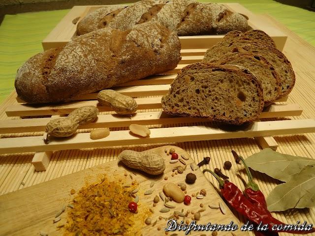 Pan de Espelta con Curry y Cacahuetes