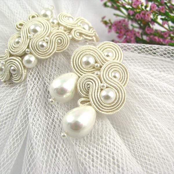 delikatne kolczyki ślubne sutasz ecru z perłami