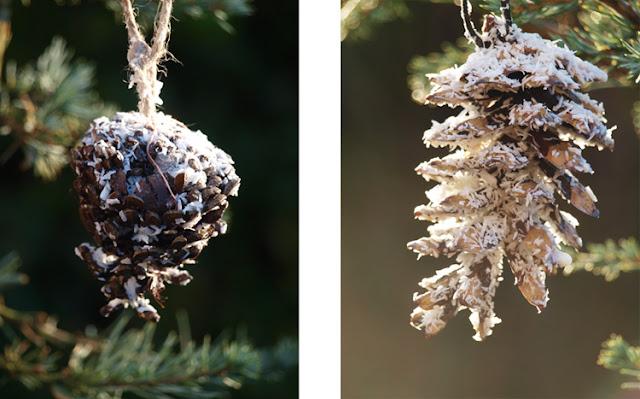 Kogler med sne af kokos som naturligt julepynt