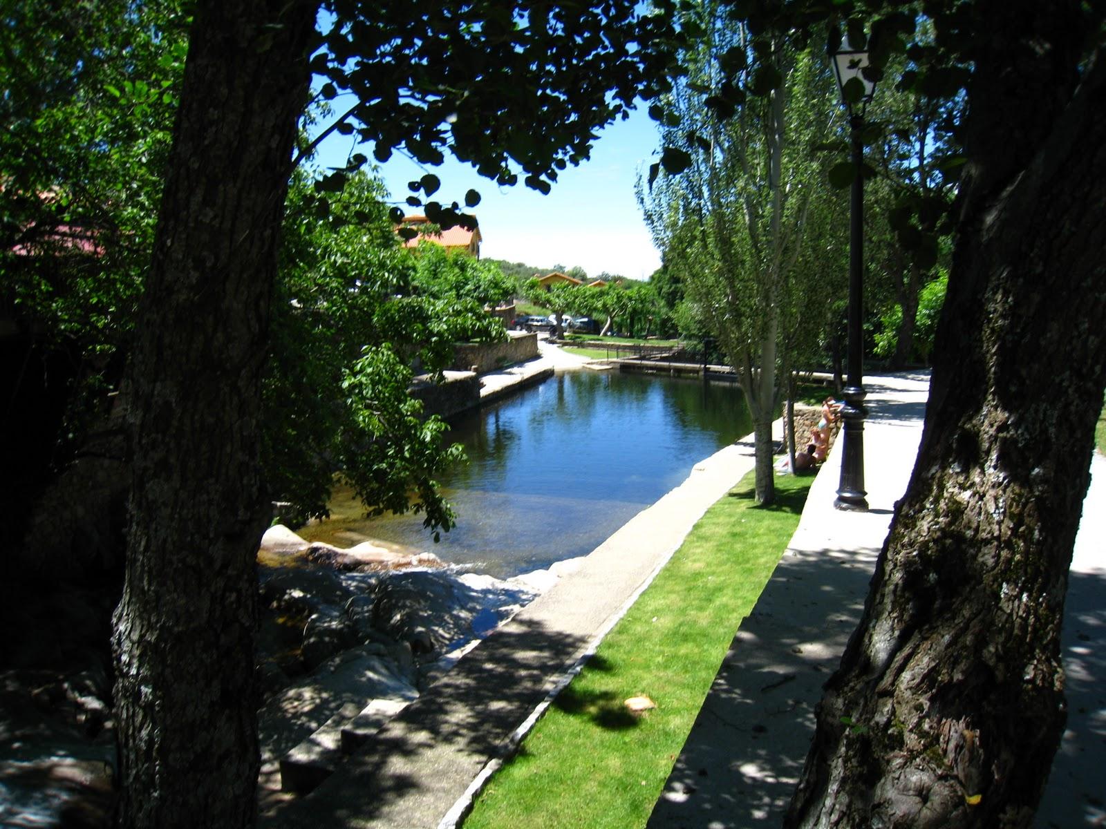 Piscinas naturales casas del monte valle del ambroz for Piscinas naturales extremadura
