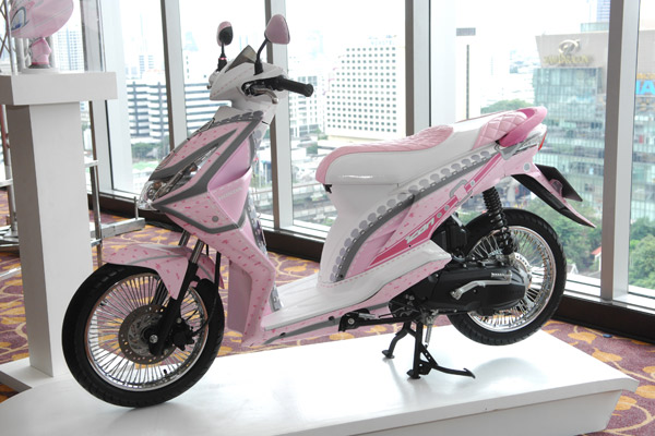 modifikasi honda beat pink terkeasan sangat feminim modifikasi honda  title=