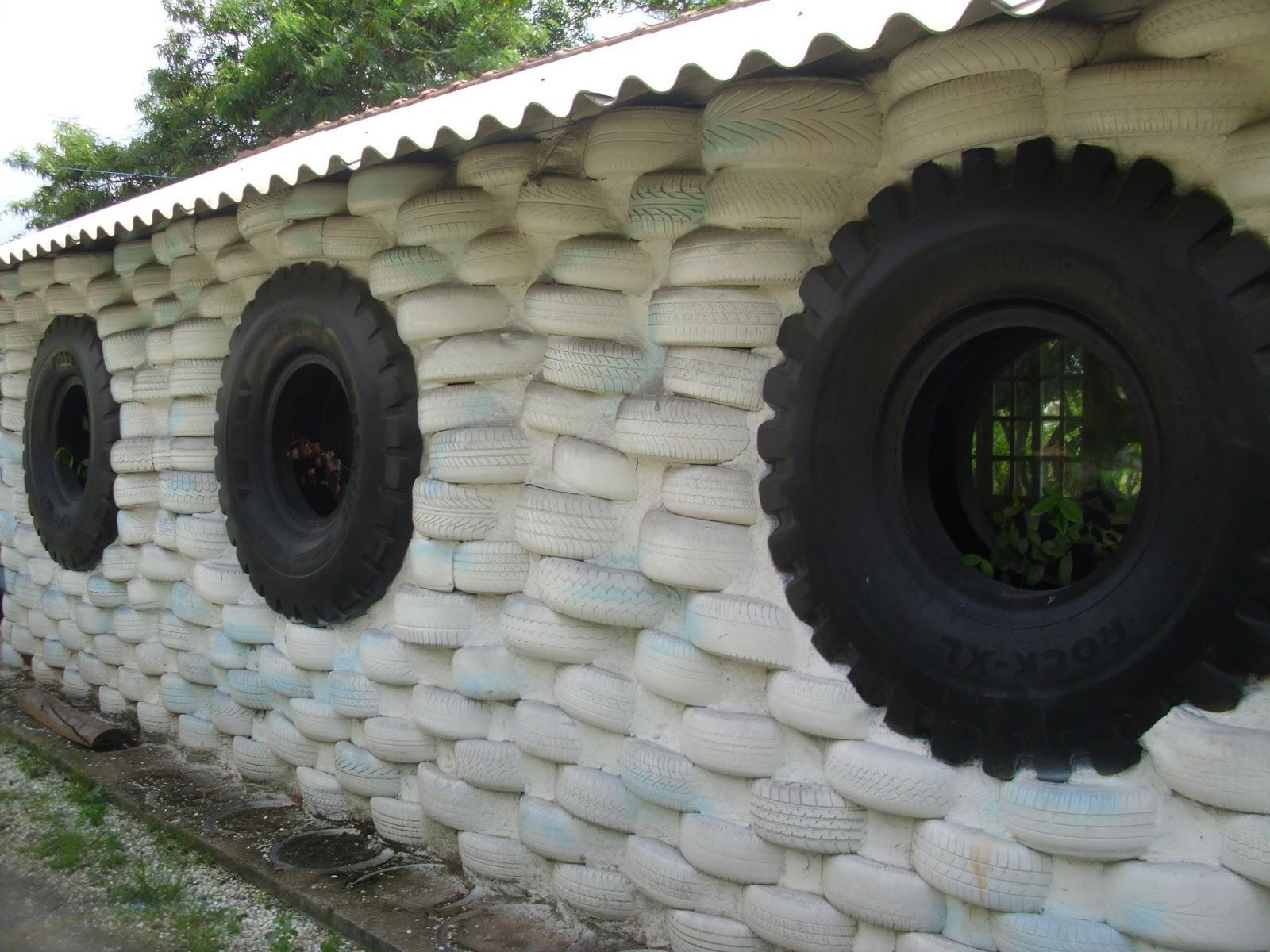 Carol Daemon: A horta urbana da Pedro Américo no Catete RJ #4C5E3D 1600 1200