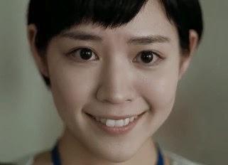 笑顔で見守る吉谷彩子
