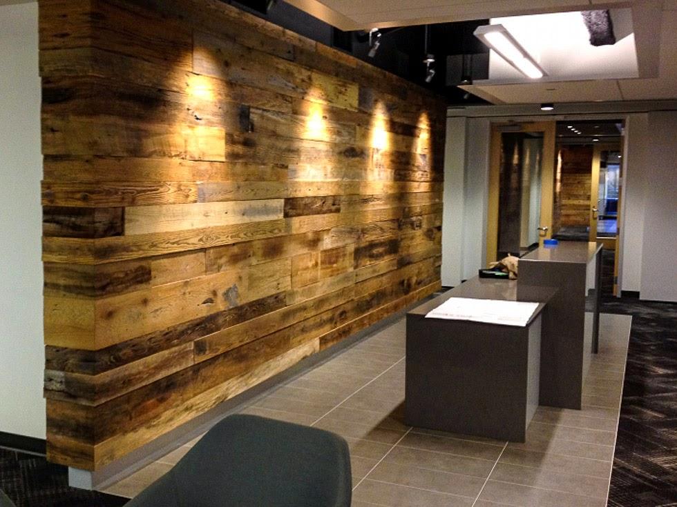 Revestimiento para paredes interiores en madera for Paredes de madera interior casa