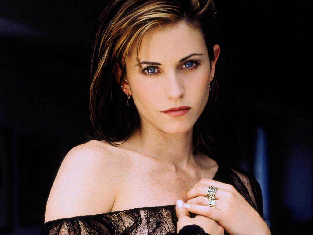 http://1.bp.blogspot.com/-NesjDnKecmQ/TxPEW-kqBPI/AAAAAAAADVk/WyEohDaTrSY/s1600/Courtney-Cox-Photo-shoot.JPG