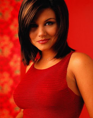 Tiffani Thiessen in Trendy Style of Stunning Red Model Photo Shoot Session