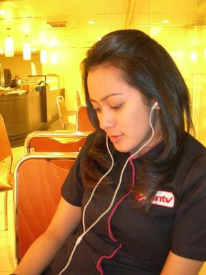 Fitri Ekawati Penyiar Berita Topik Pagi ANTV
