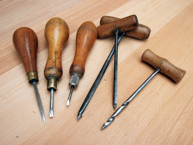 how to make an awl