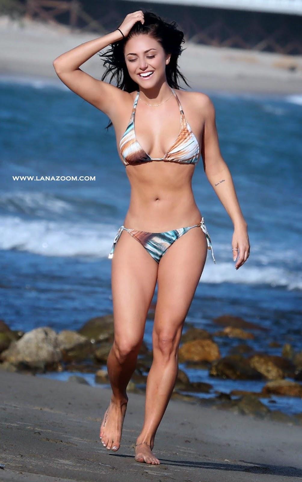 الممثلة الامريكية كاسي سكيربو في صور رائعة بالبكيني على شاطئ ماليبو