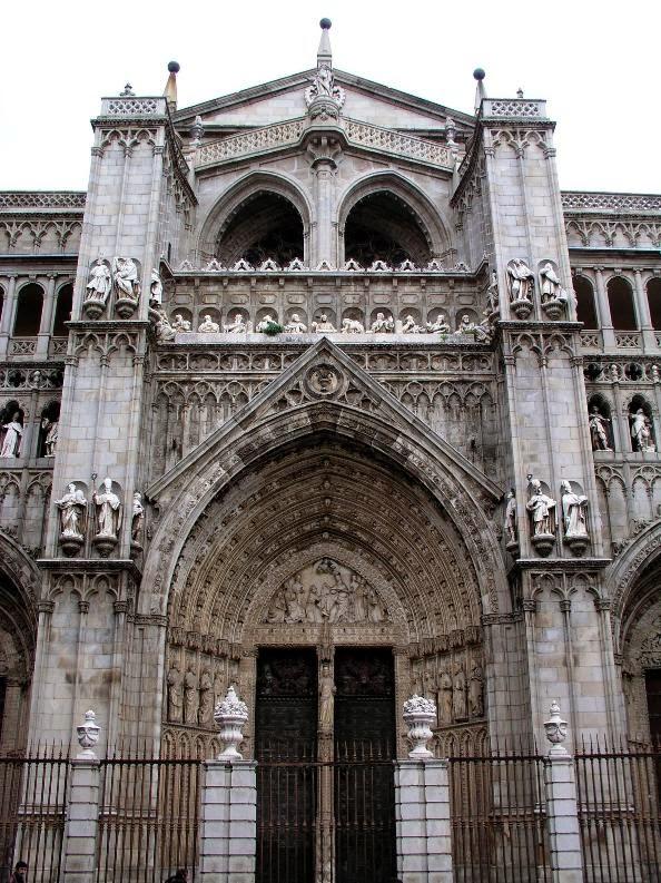 Lugares sacros fachada principal de la catedral de toledo for Puerta que abre para los dos lados