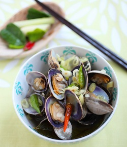 Bee Rasa Malaysia Thai Spicy Clams recipe with Lemongrass, Ginger, Chili, Kaffir Lime Leaves