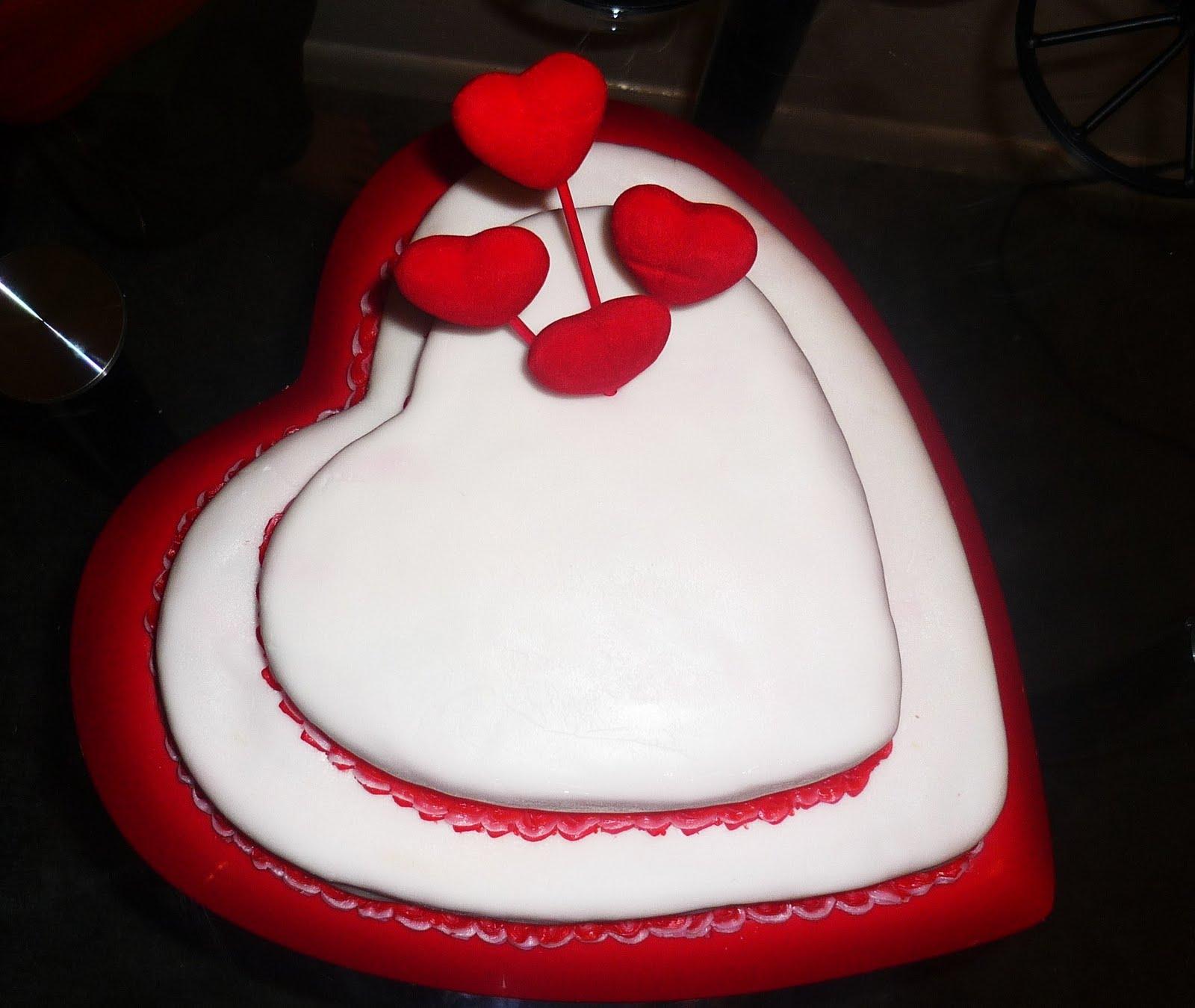 Top 10 Photo Gallery A Beautiful Simple Birthday Cake Design
