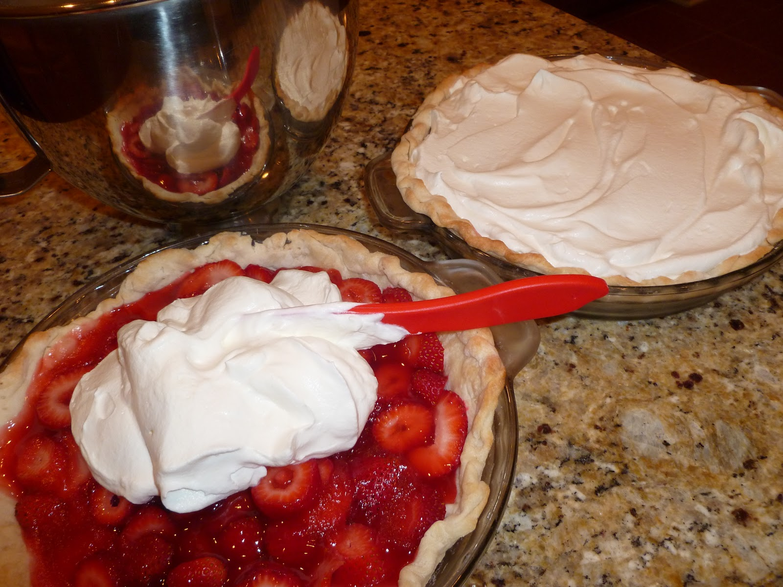 ... to Bake and Cook!: Oh my Strawberry Pie with real Whipped Cream