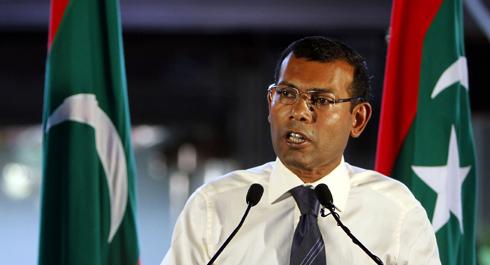 Ex-Presidente das Maldivas afastado com cano de espingarda