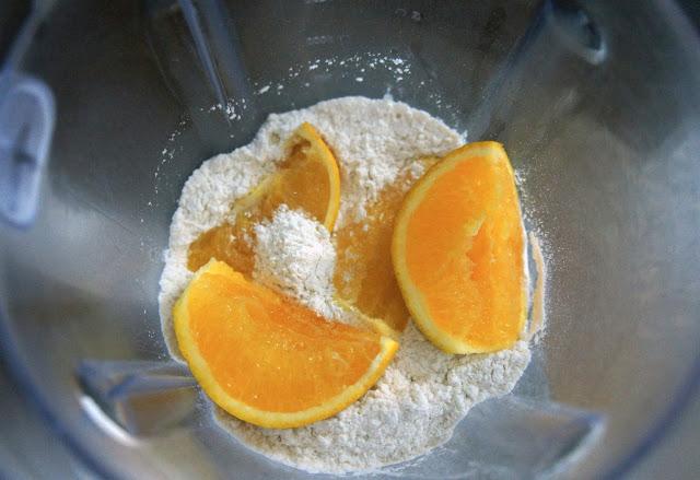 Bolo de laranja com chocolate meio amargo