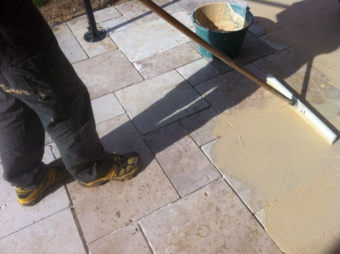 Blog As De Carreaux: Tutoriel De Pose Dallage En Travertin Petit Opus  Multi Format Sur Terrasse Extérieure