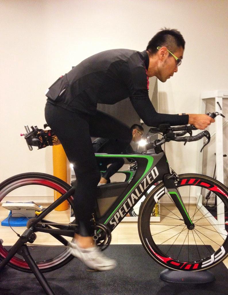 トライアスロンモデルのShivへのバイクフィットを行う。