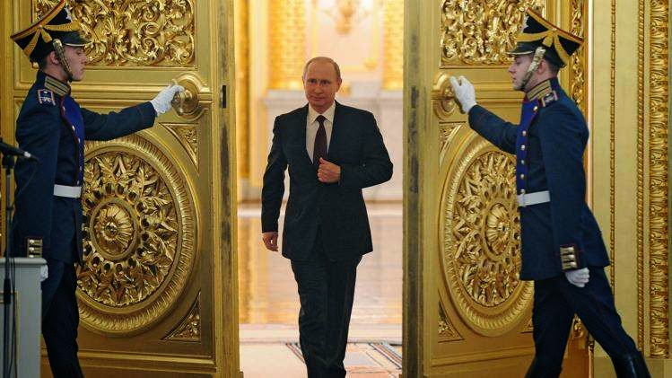 [Image: putin+kremlin+door+guards.jpg]