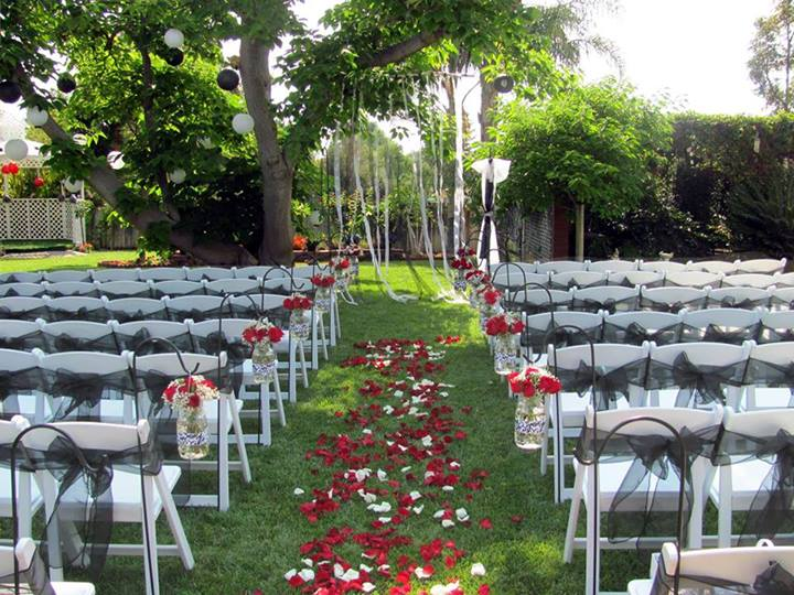 Southern california wedding guide online meet at the rose for Garden pool wedding