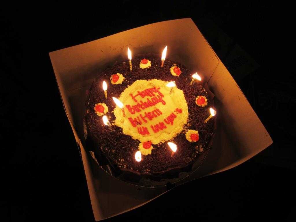 ... sebuah kue coklat Gambar Kue Ulang Tahun Anak Laki Laki Dan Perempuan