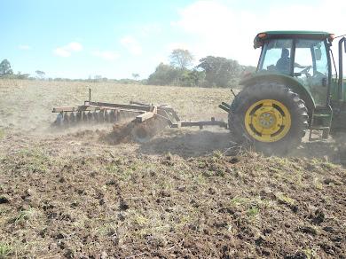 Preparación de suelo a Productores