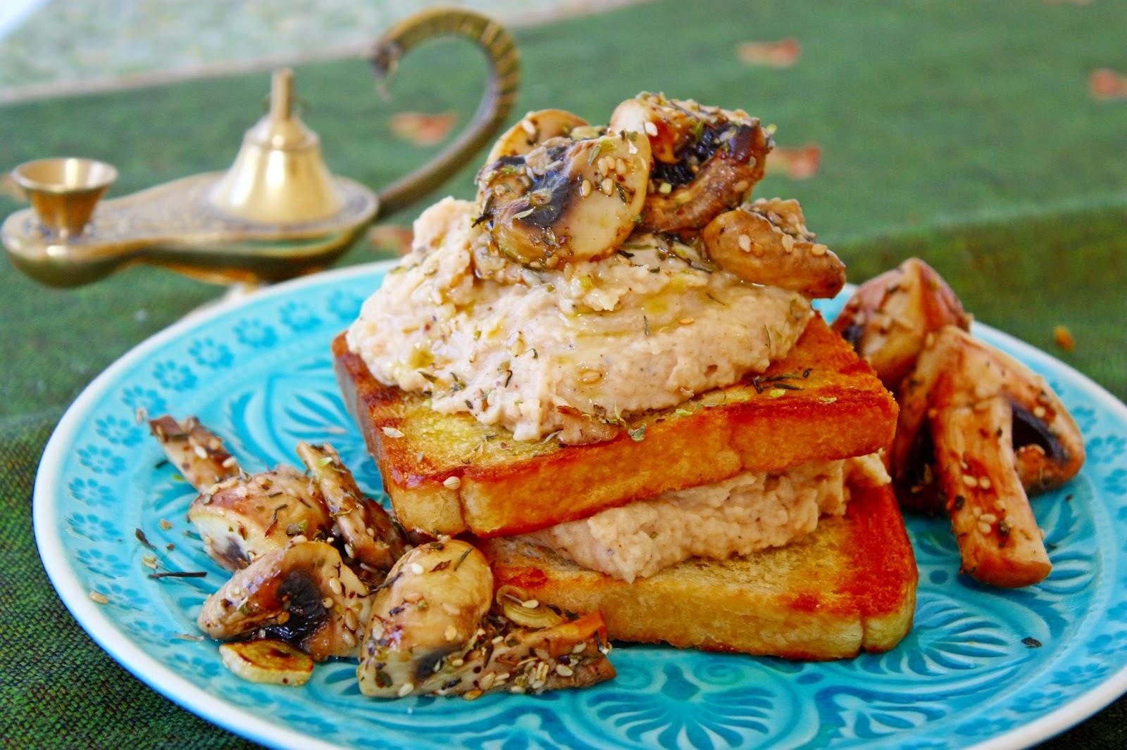 Bohnen Hummus mit Za´atar Pilzen auf Toast