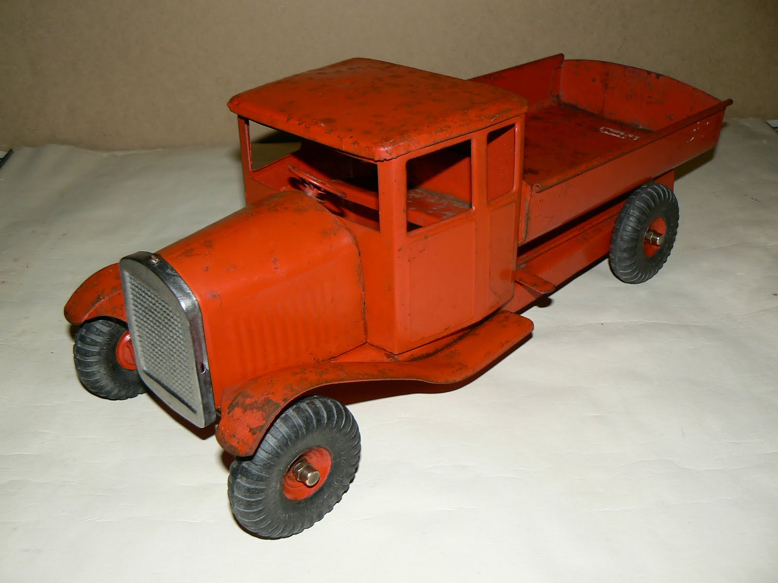 camion en bois jouet ancien. Black Bedroom Furniture Sets. Home Design Ideas