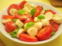 Salada de Tomate, Palmito e Manjericão (vegana)