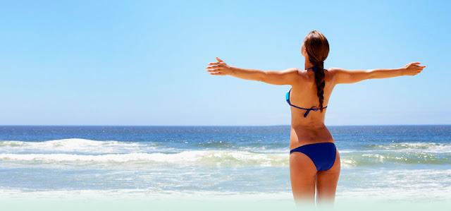 camminare in spiaggia, esposizione al sole, movimento ed esercizio fisico