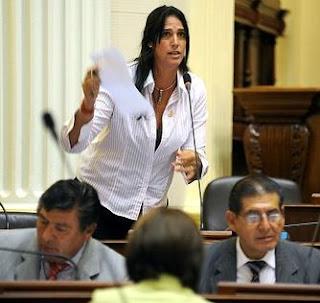 Gabriela Pérez del Solar en el Congreso de la República peruana