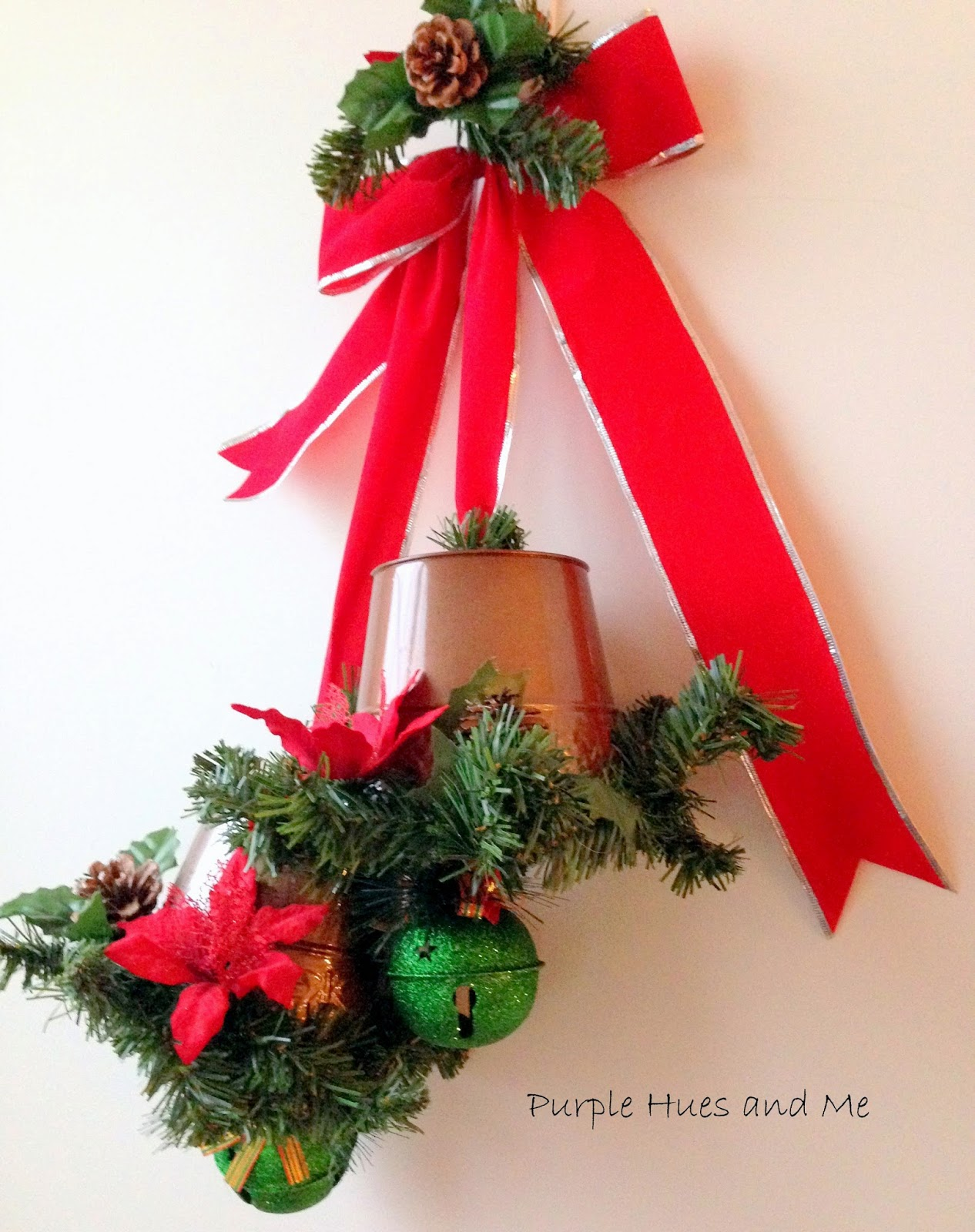 hows that for a quick way to make a decorative holiday wall hanging