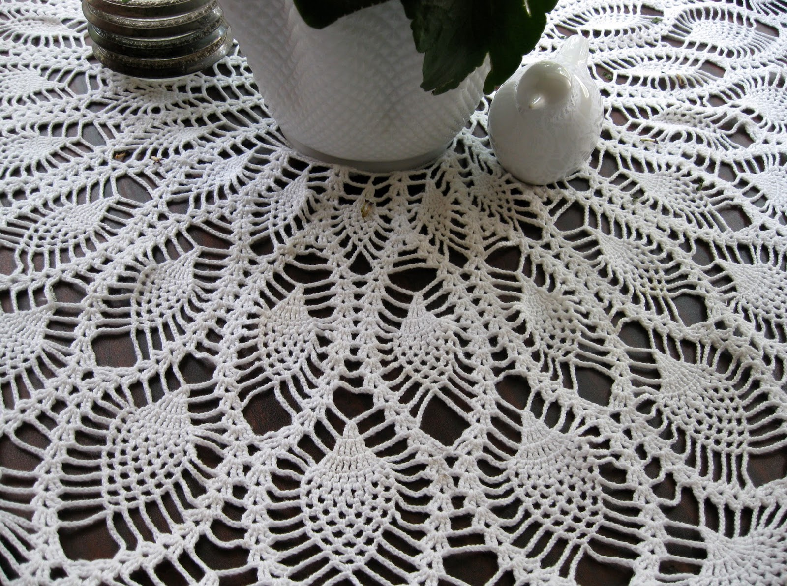 Free crochet pattern for a round tablecloth manet for olivas creative quest crochet pineapple round tablecloth bankloansurffo Choice Image