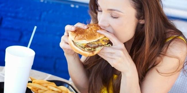 Kesehatan : Manfaat Makan Langsung Dengan Tangan