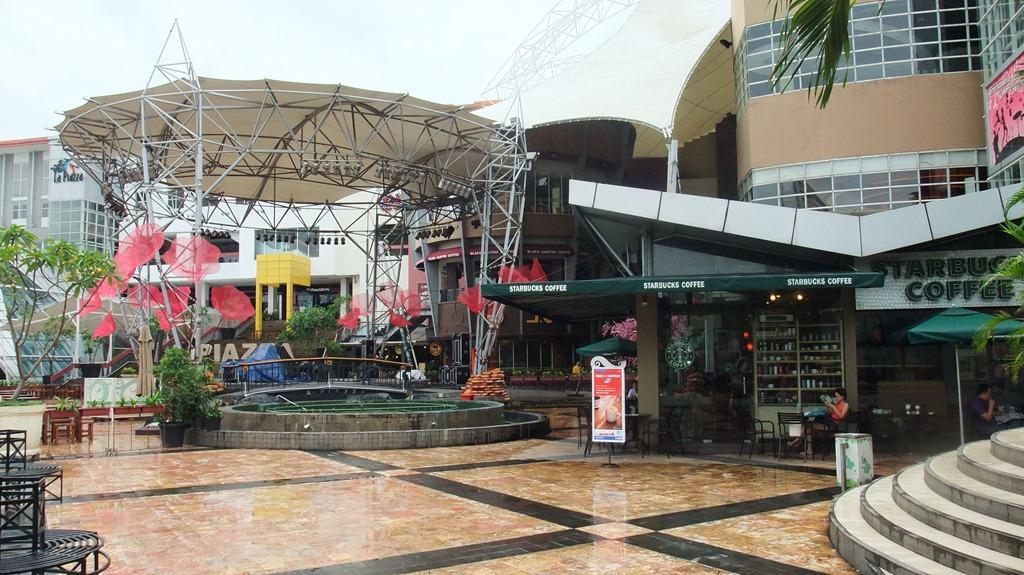 La piazza mall
