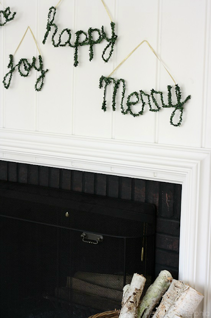 Holiday Faux Boxwood Signs (via Meet Me in Philadelphia)